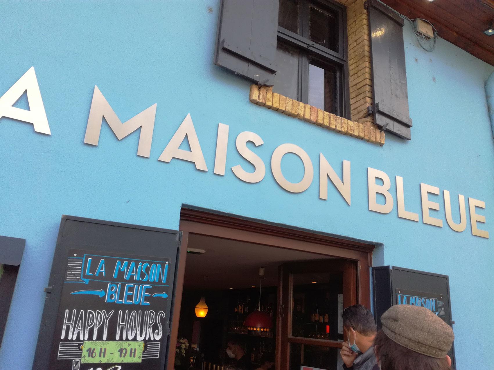 anamorphose lyon abys bar maison bleue décoration spray graffiti gorillaz peinture murale illustration enseigne restaurant